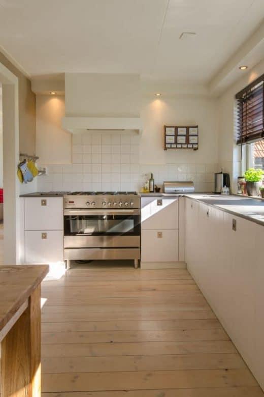 Gulvafslibning eller helt nyt gulv i køkkenet?