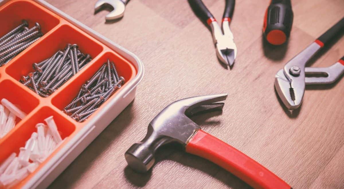 Book en håndværker til dit gulv og få tid til at spille